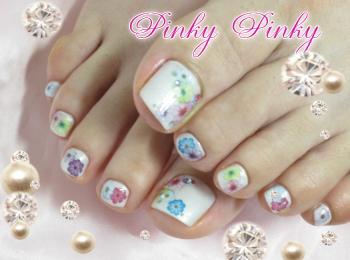 ホワイトとお花のペディ1